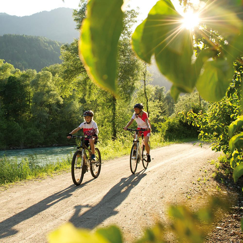 Radfahren am Drauradweg in Kärnten